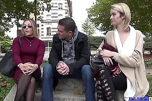 Elles sont jeunes, trè_s coquine et blondes !!! que demander de together with ?