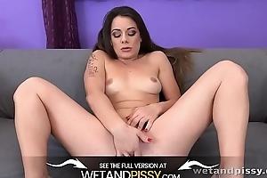 Wetandpissy - Closeup XXL pussy pissing