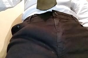 Apalpando meu pau na roupa shindy