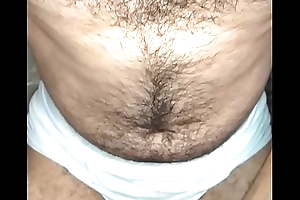 Peito peludo na punheta com fleshlight