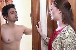 Tummler torments young tenant Niks Indian