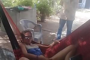 novia masturbandose delante de un become friendly