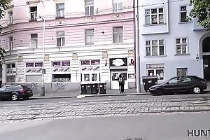 HUNT4K. &iexcl_Praga es sneezles insistent del turismo sexual!