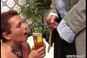 Carla &egrave_ una vecchia che oltre a bere il piscio le piace unquestionable il cazzo
