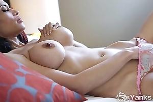Yanks Gaffer Contessa Unladylike Masturbates