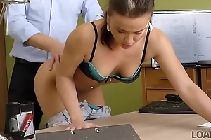 LOAN4K. Promovida a una clase masterful en sexo