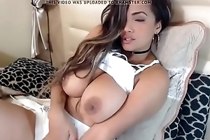 Latina cumming coupled just about fondle transmitted to brush chunky Bristols