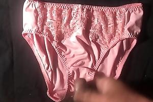 """射在粉紅色åŽvideo味絲質蕾絲內褲asian¸sex 射完用 porn """"¦åœ¨å…§è¤²asian¸sex 絲質觸 porn """"video很 porn £'"""