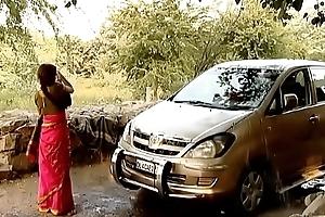 ---indian townsperson bhabhi liquid car..{uncut ex...