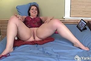Buxom bbw nicole masturbating