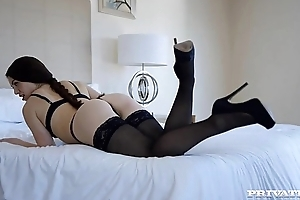 French tiffany has an ass-gasm thither london