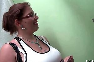 Toss bungler d une grosse coquine francaise aux gros seins