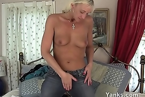 Yanks granny barbie lynn masturbating
