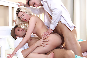 This blonde mini almost accidentally walks into a threeway with four stylish guys who attempt her sandwiched between their big throbbing cocks plus give her a incomparable DP with double facial in make an issue of end. Boy, does she love every crumb of it from going skiing mainly a knockers of chubby boners to getting her pretty light showered with a double shot of hot sticky cum.