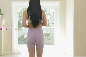 Sporty brunette with natural Bristols shagged on the surprise