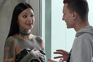 Inked brunette with huge voluptuous appetite gets double fucked